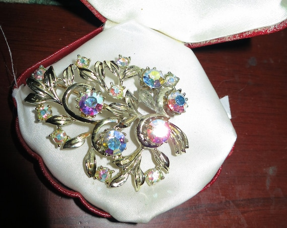 Lovely Vintage 50s sparkly aurora borealis glass   Large Brooch