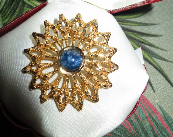 Pretty vintage Goldtone  Blue Mottled Glass Stone Floral scarf ring or clip