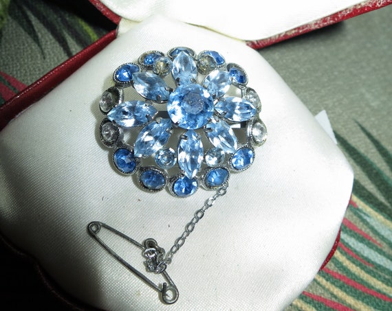 Fine quality vintage silver metal blue glass diamante brooch w safety chain