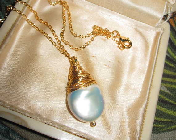 Beautiful 18 ct gold filled 3cm high lustre platinum white Keshi   pearl pendant necklace