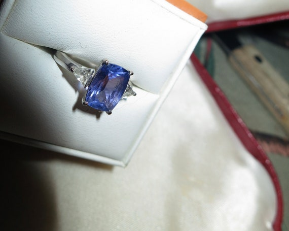 Stunning vintage quality genuine faceted cushion cut tanzanite and trillion cut diamond ring