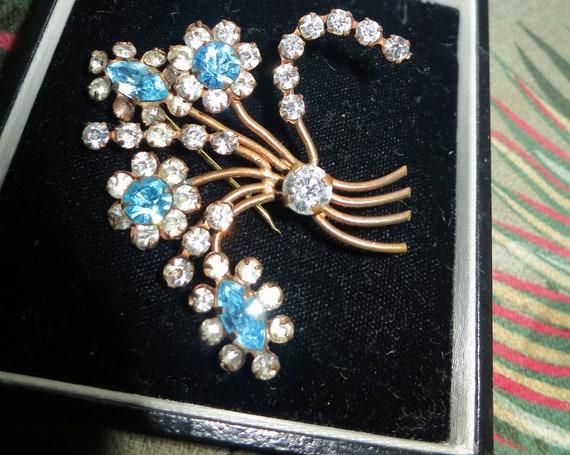 Wonderful vintage Goldtone Turquoise Marquise Rhinestone Floral brooch