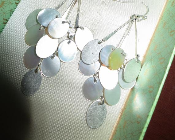 Lovely vintage silvertone mother of pearl shimmery drop earrings