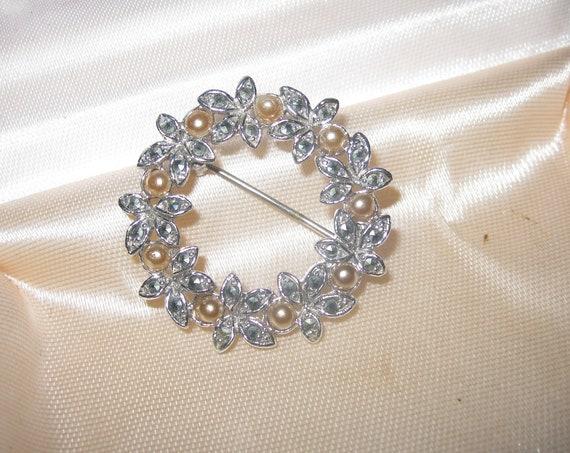 Wonderful vintage silvertone marcasite seed pearl brooch