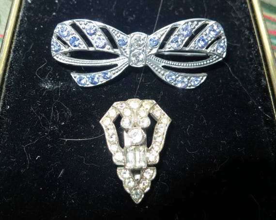 Lovely pair of vintage Art Deco silver metal blue and clear rhinestone bow brooch and clip