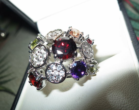 Wonderful Vintage silver metal sparkly garnet amethyst glass ring