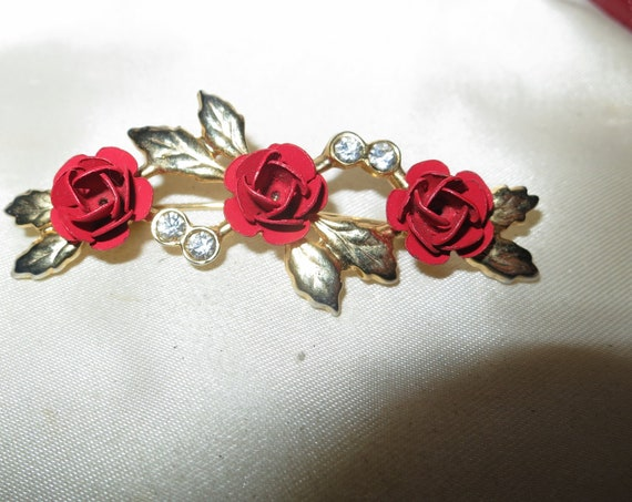 Wonderful vintage goldtone red roses and diamante glass brooch