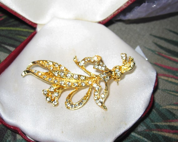 Beautiful vintage goldtone rhinestone  floral brooch
