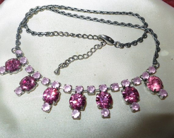 Gorgeous Vintage 1950's silvertone pink glass Diamante Necklace