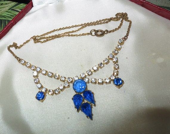 Pretty vintage 1950s rhinestone and sapphire glass necklace