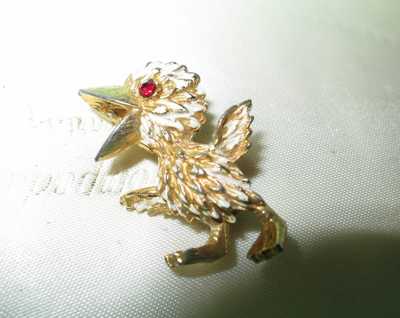Adorable vintage goldtone baby duck brooch with ruby glass eye