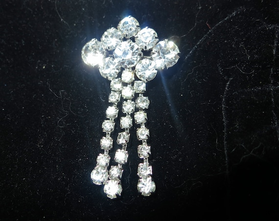 Beautiful  vintage silvertone clear glass dropper brooch