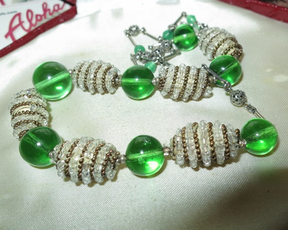 Lovely vintage 1940s Art Deco emerald glass & rhinestone necklace