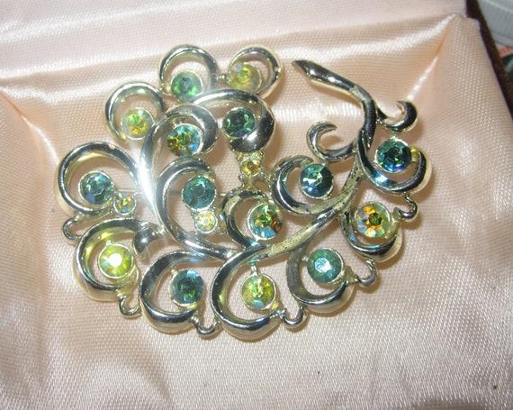 Fabulous vintage goldtone swirly floral green rhinestone brooch