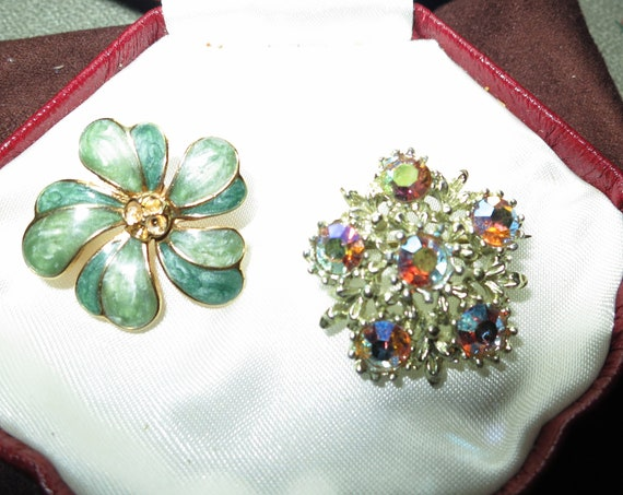 Pair of lovely vintage brooches aurora borealis and enamel flower