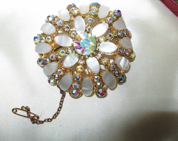 Wonderful vintage goldtone large white thermoset aurora borealis brooch with safety chain