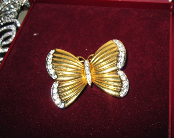 Lovely vintage goldtone glass diamante butterfly brooch