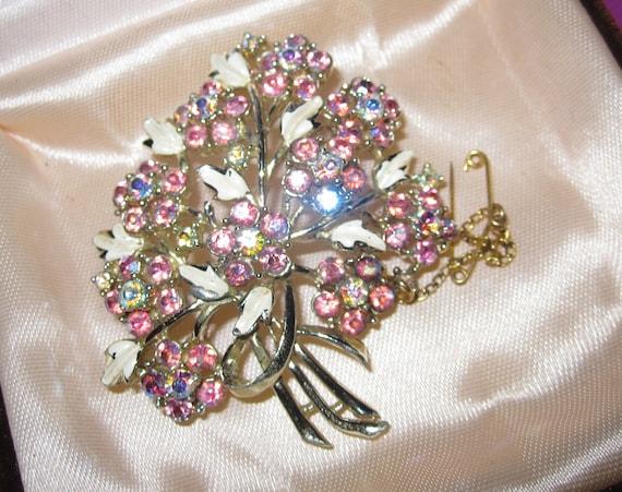 Lovely vintage goldtone pink aurora borealis rhinestone enamel flower brooch