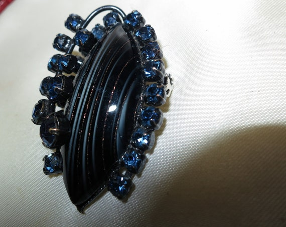 Wonderful vintage dark glass adventurine and dark blue glass brooch