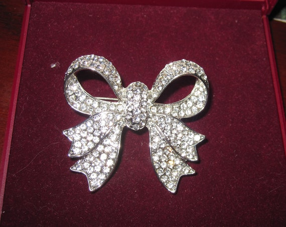 Beautiful vintage layered sparkly clear rhinestone ribbon bow silver tone brooch