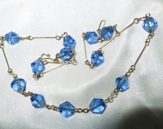 Beautiful vintage Deco rolled gold sapphire blue glass necklace