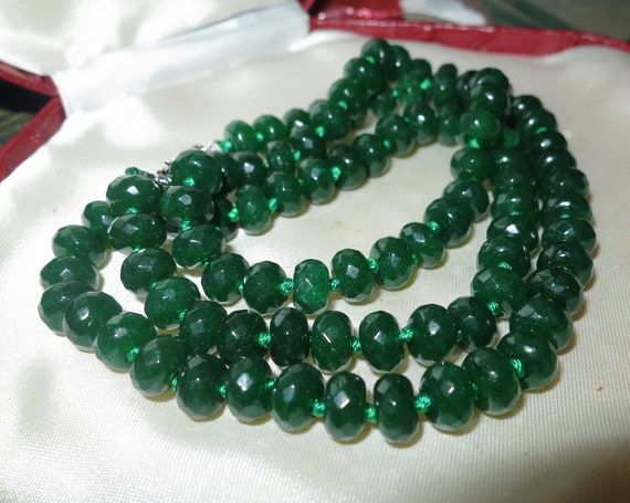 """Lovely Natural Green Jade faceted and knotted long necklace 36"""""""