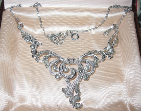 Lovely vintage Deco  silvertone marcasite necklace