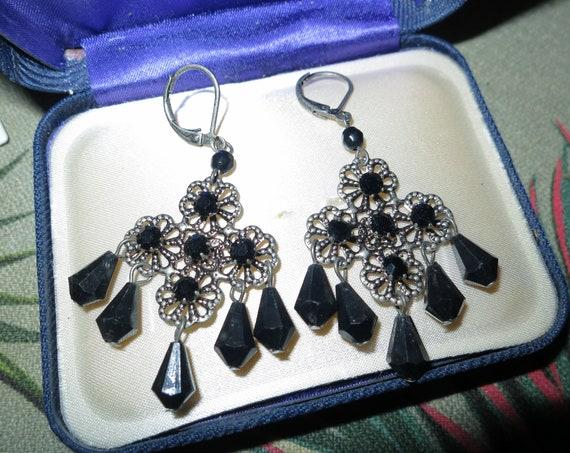Lovely vintage silvertone black acrylic fx crystal dropper earrings