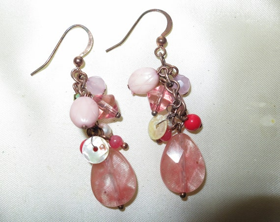 Beautiful vintage goldtone pink glass and pearl drop earrings