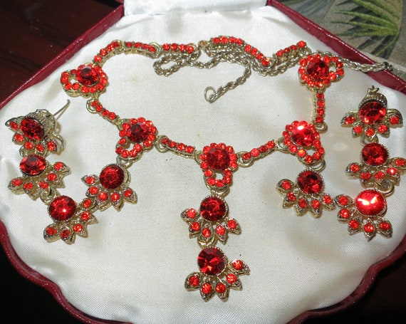 Lovely vintage orange red  faceted crystal necklace and earrings