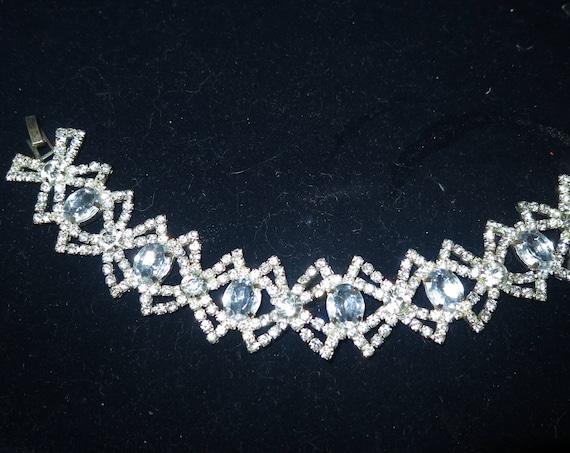 Vintage silvertone fx crystald and Glass bracelet