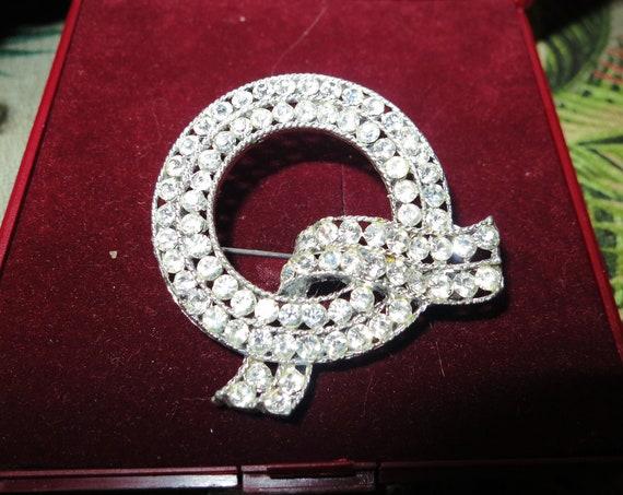 Beautiful vintage Silvertone  Bright Sparkly Clear Rhinestone Wreath Bow brooch