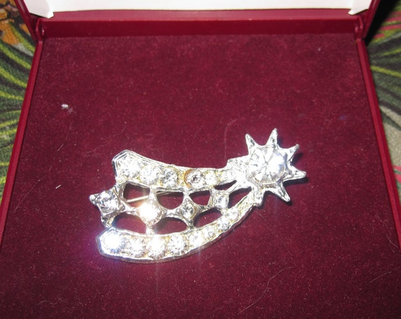 Lovely vintage Deco silvertone glass diamante shooting star brooch