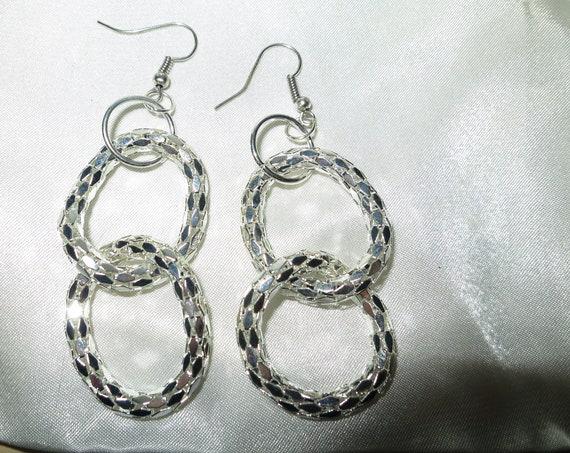 Vintage 1980s sparkly silvertone double hoop dangle glo mesh earrings