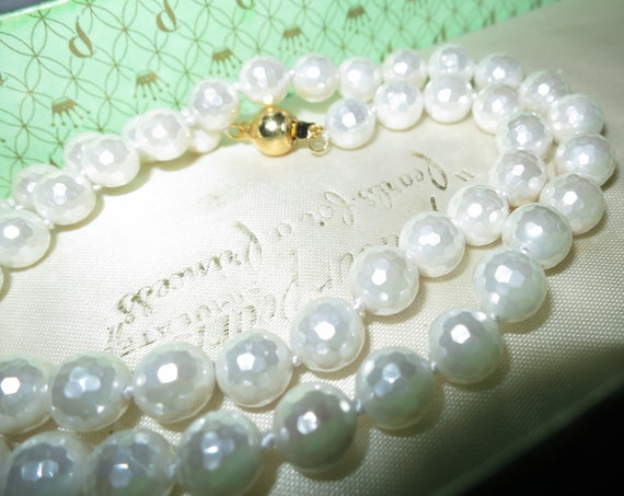 Lovely faceted 8mm iridiscent white high lustre seashell pearl necklace GP clasp