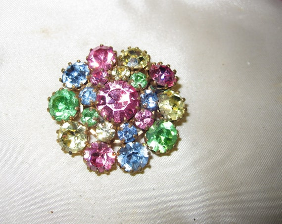 Beautiful vintage 1950s pastel rhinestone  flower brooch