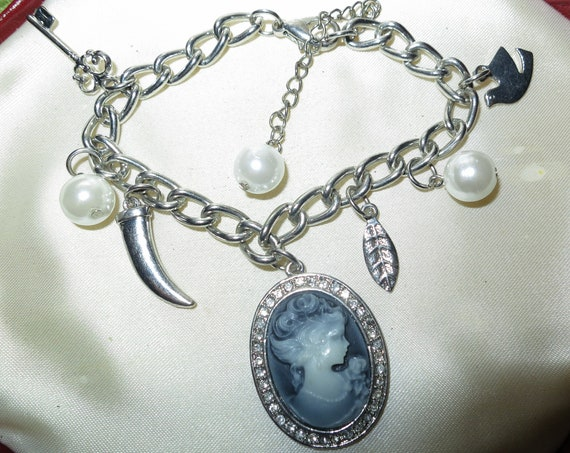 Lovely vintage white glass pearl bracelet with cameo and other charms 7.5 - 9 inches
