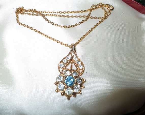 Pretty vintage goldtone necklace with clear and aquamarine glass pendant