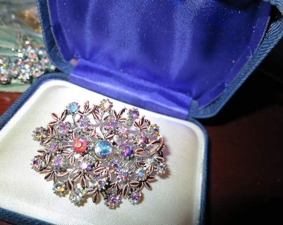 Fabulous vintage pink aurora borealis rhinestone  brooch