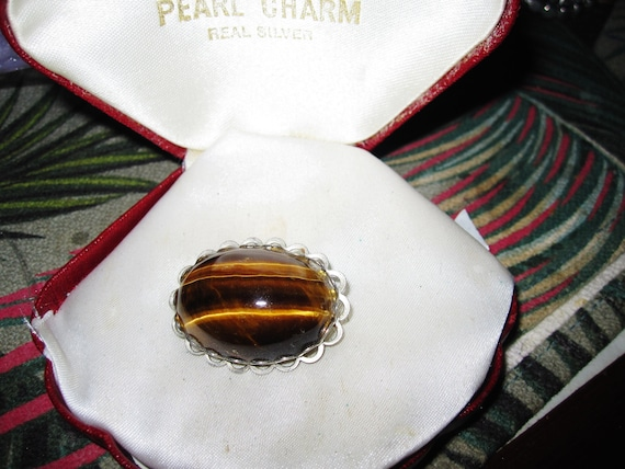 Lovely vintage silver metal tiger's eye cabochon brooch