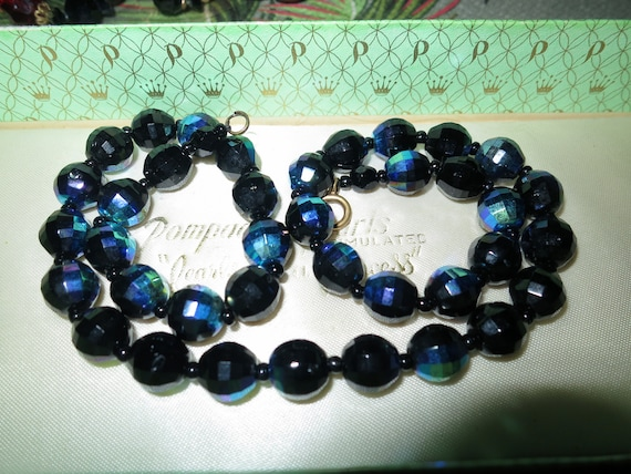 Beautiful vintage faceted black blue carnival glass necklace