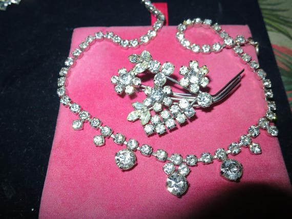 Elegant Vintage set of silvertone glass diamante necklace and brooch