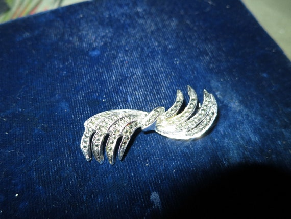 Beautiful vintage silvertone marcasite stylish brooch