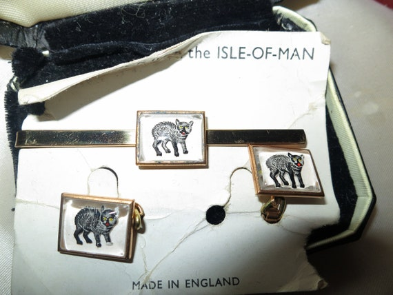 Lovely vintage gold tone boxed Isle of Man Manx cat cuff links and tie clip