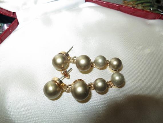 Fabulous pair of vintage fx golden pearl earrings on posts