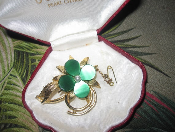 Charming Vintage Goldtone green thermoset lucite and seed pearl Floral brooch with safety chain