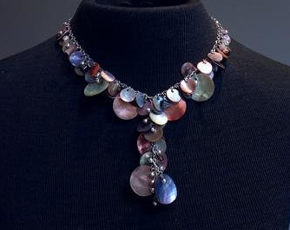 Very lovely vintage  Silvertone Chain mother of pearl Shell Disc Cluster necklace