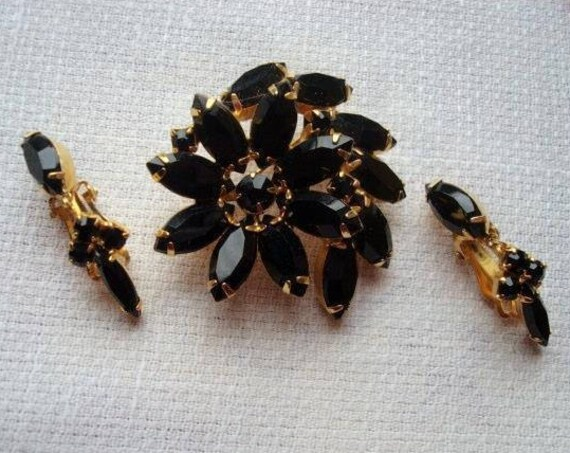 Beautiful vintage gold metal black glass brooch and earrings set