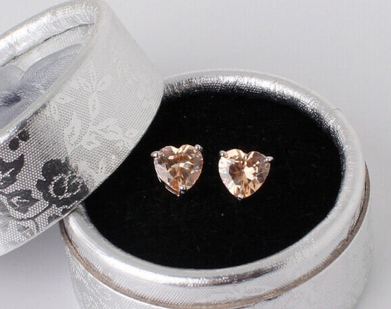 Lovely 18 ct white gold filled champagne crystal heart stud earrings