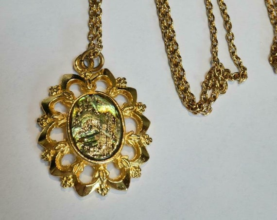 Wonderful vintage goldtone fancy framed abalone shell   necklace